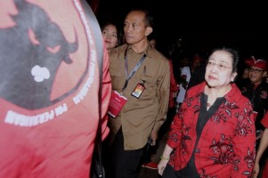 Prabowo Pindahkan Markas ke 'Kandang Banteng' Bikin Mega Dongkol