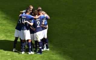 Prancis Tekuk Australia 2-1