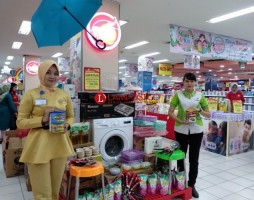 Program Mom and Kids Chandra Bertabur Hadiah