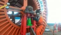 Proses Pengerjaan Kabel Laut PLN Dibantu Nelayan