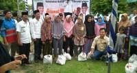 PT SERB Bagikan 30 Paket Sembako Ke Warga Desa Banding