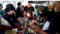 Puluhan Pedagang Takjil Diserbu Warga