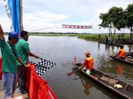 Puluhan Peserta Ramaikan Lomba Perahu Dayung di Rawa Bawanglatak