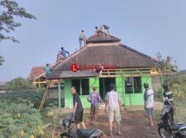Puluhan Warga Rejosari Gotong Royong Perbaiki Musala