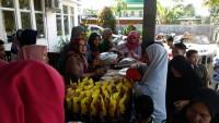 Puluhan Warga Sukarame Serbu Pasar Murah