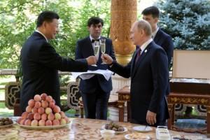 Putin Beri Es Krim untuk Ulang Tahun Xi ke-66