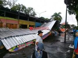 Puting Beliung Rusak Fasilitas Umum di Kotabumi
