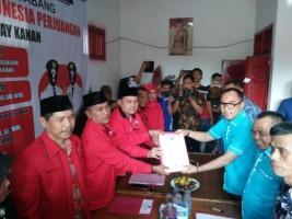 Raden Adipati-Edward Kembalikan Berkas Pencalonan PDIP Way Kanan