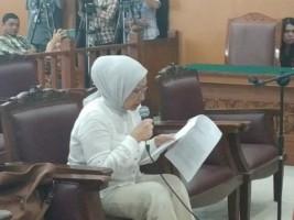 Ratna Sarumpaet Menangis Memohon Keadilan