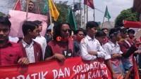 Ratusan Mahasiswa dan Pelajar Gelar Aksi Damai di Depan Polres Metro