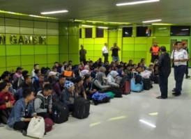 Ratusan Korban Hoaks Telantar di Gambir