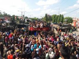 Ratusan Pelajar Serbu Pameran Alutsista TNI di Tugu Pepadun