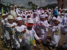 Ratusan Siswa TK Se-Jatiagung Ikuti Praktik dan Latihan Manasik Haji