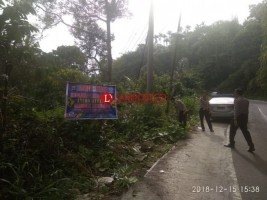 Rawan Longsor, Polres Lampura Pasang Imbauan di Jalinbar Bukit Kemuning-Lambar