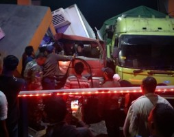 Rem Blong, Fuso Hantam Loket Tiket di Pelabuhan Bakauheni