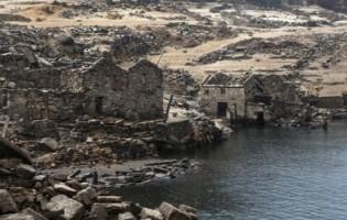 Reruntuhan Kota Kuno di Bawah Waduk