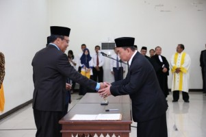 Resmi, Maroni Jabat Dekan Fakultas Hukum Unila