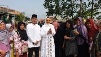 Riana Sari dan Isfansa Disambut Antusias Warga Waydadi