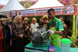 Riana Sari Dukung Karya Pelajar Lampung