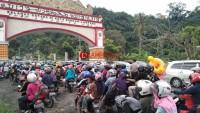Ribuan Kendaraan Padati Jalinsum