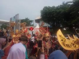 Ribuan Warga Antusias Saksikan Pawai Lampung Krakatau Festival
