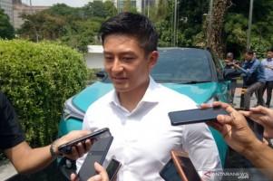 Rio Haryanto Konsumen Pertama Toyota CH-R Hybrid