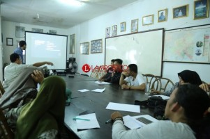 Rumah Produksi Watchdoc Gelar Pelatihan Videografi dengan Smartphone