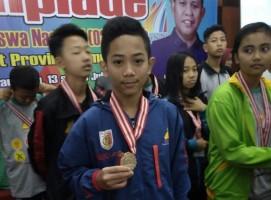 Sabet Juara 1 O2SN Bulutangkis, Bupati Winarti Minta Seno untuk Terus Giat Berlatih