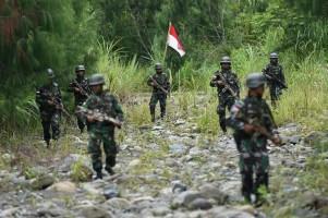 Sadis, Tangan Pekerja Trans Papua Diborgol dan Diberondong Tembakan