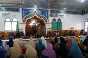 Safari Ramadan Pemkab Pesisir Barat di Karya Penggawa