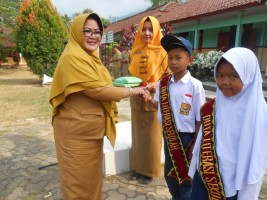 Sambut Hari Aksara, SMPN 1 Rajabasa Seleksi Duta Literasi