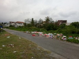 Sampah Berserakan di Jalan TPI Pasar Krui