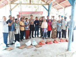 Sat Intelkam Polres Lambar Beri Bantuan Sembako Bagi Keluarga Kurang Mampu
