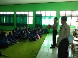 Satbinmas Beri Pembinaan Pelajar SMKN 1 Blambangan Umpu