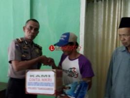 Satgas Nusantara Polres Tanggamus Bagikan Bantuan Bahan Pokok