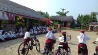 Satlantas Polres Way Kanan Ajak Pelajar Bersepeda ke Sekolah