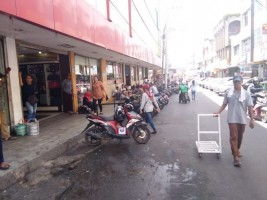 Satpol PP Bandar Lampung Tertibkan PKL di Pasar Tengah