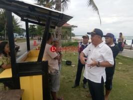 Sejumlah Pedagang di Pantai Labuhan Jukung Ditertibkan