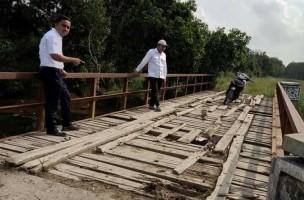 Sekcam Mesuji Tinjau Jembatan Penghubung JUT