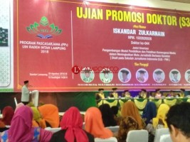 Selain Ujian Promosi Doktor, Pemred Lampung Post Luncurkan Buku