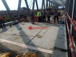 Selesai diperbaiki, Jembatan di Perbatasan Mesuji Belum Bisa Dilewati