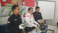 Selundupkan 2 Kg Sabu, Pengedar Tewas Didor Usai Tabrak Petugas