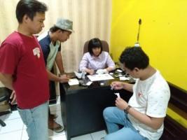 Sepasang Kekasih di Kotabumi Ditangkap Polisi Sedang Konsumsi Sabu