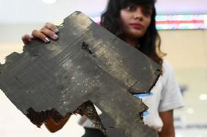 Serahkan Serpihan Pesawat MH370, Keluarga Korban Berharap Ada Bukti Baru