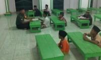 Sertu Edy Ajari Anak-anak Kampung Ujunggunung Ilir Baca Alquran