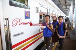Serunya Naik Kereta Kuala Stabas