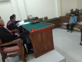 Sidang Tuntutan Kakam Seputih Surabaya Ditunda
