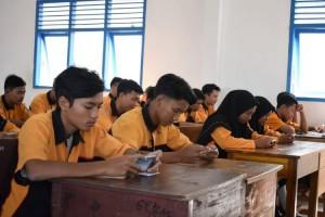 SMK Muhammadiyah 3 Metro Gunakan Ponsel Cerdas Saat Ujian Semester