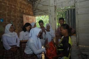 SMK Yadika Pagelaran Adakan Bakti Sosial