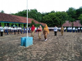 SMPN 2 Kasui Gelar Upacara Peringatan Hari Guru Nasional dan HUT PGRI